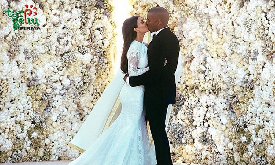 Nuotakos puokštė pagal Kim Kardashian
