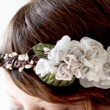 Rudens šukuosenų madoje nevysta gėlės