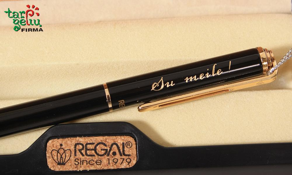 Graviravimas ant rašiklio.