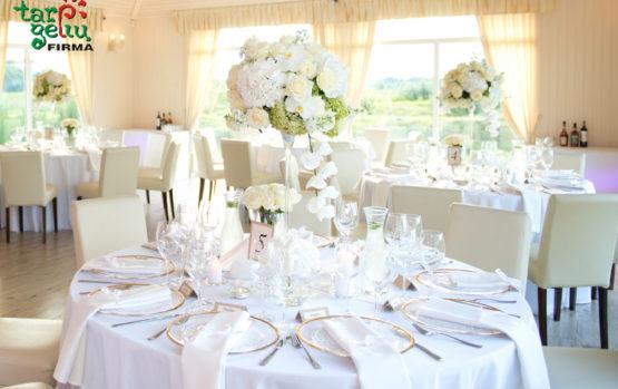 Gėlėtas vestuvių stalas. Trumpas sufleris