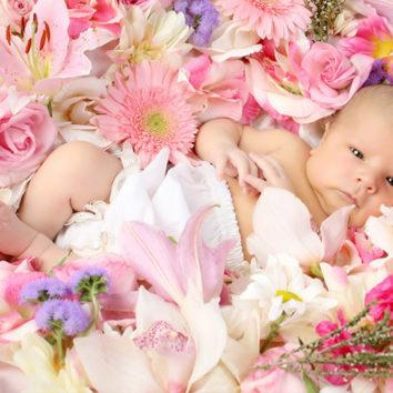 Vaiko gimimas. Praturtinkite džiaugsmą gėlėmis!