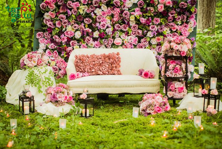 Madinga ir patrauklu fotografuotis tarp gėlių